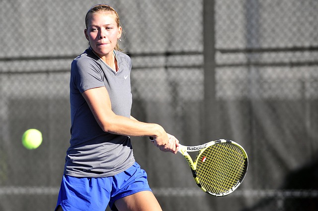 tennis-player-676310_640
